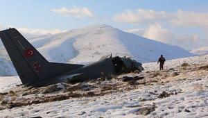 3 askerin şehit olduğu uçağın enkazı kaldırılmayı bekliyor
