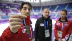 Kış Olimpiyat Oyunlarına dedesinin madalyasını getirdi