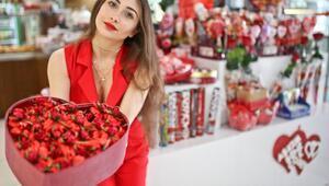 Aşk çikolataları vitrinde