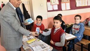 Ahlatta okul sütü dağıtımı başlandı
