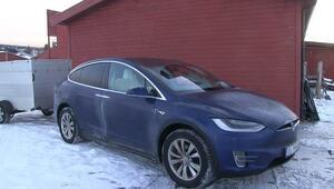 -17 derecede Teslanın içinde uyudu, 5 TLye gece boyu ısındı