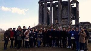 Yabancı öğrenciler, Aizanoi Antik Kentini ziyaret etti