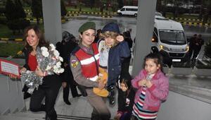 Miniklerden Mehmetçiğe, Sevgililer Günü ziyareti