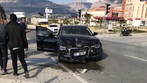 Mut Belediye Başkanı Yılmazın makam aracı kaza yaptı