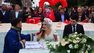 14 Şubatta 14 çift mutluluğa evet dedi