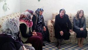 Valinin eşi Ayşe Kamçı, İncesulu ihtiyaç sahiplerini ziyaret etti