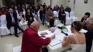 Marmariste 14 Şubat Sevgililer Gününde ikisi yabancı 14 çiftin nikahı kıyıldı