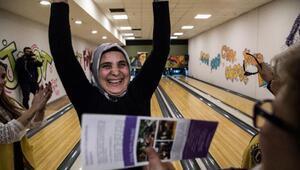 Görme engelliler bowling turnuvasında yarıştı