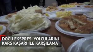 Doğu Ekspresi yolcularına Kars Kaşarı ikramı