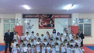 Şamiloğluspor kulübünde 80 sporcu bir üst kuşağa terfi etti