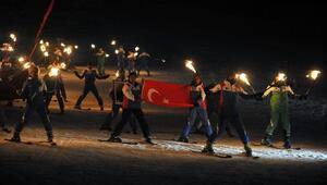 Bursada kayakçılar federasyona tepki için kayak takımlarını yaktı
