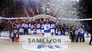 Anadolu Efes, PTT Erkekler Türkiye Kupasını müzesine götürdü