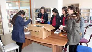 Silopi'de şehit yüzbaşının adının verildiği kütüphaneye kitap desteği