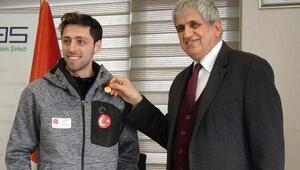 Kayakla atlamadaolimpiyatlara katılan ilk Türk sporcuyakulübünden altın