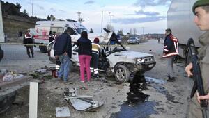 TIRla çarpışan otomobilin sürücüsü yaralandı, eşi öldü
