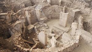 Stonehenge'den, piramitlerden daha eski... Göbeklitepe'nin sırrını Londra'da anlattı