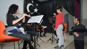 Opera sanatçıları öğrencilerle buluştu