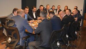 Sarı Lacivert rüyada ilk yönetim kurulu toplantısı