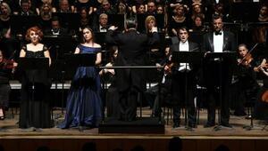 Mozartın Requiemi ünlü koreografın anısına seslendirildi