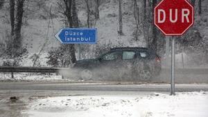 Bolu Dağında kar yağışı ulaşımı yavaşlattı