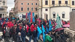 Aşırı sağ korkusu İtalyanları sokağa döktü