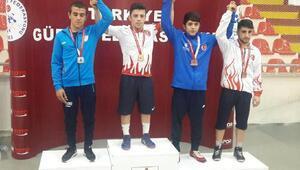 Büyükşehir güreşçisi Türkiye Şampiyonu