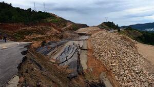 Antalyada korkutan görüntü... Yol çöktü