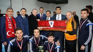 Cumhurbaşkanı, Avrupa şampiyonlarını kutladı