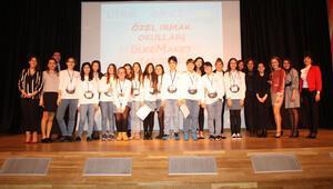 160 öğrenci üç dilde yarıştı