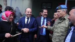 Zeytin Dalı Harekatına katılan askerlere cağ kebabı ikram ettiler