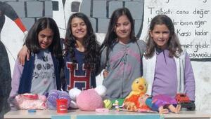 Karslı minikler, oyuncaklarını Mehmetçik için satışa çıkardı