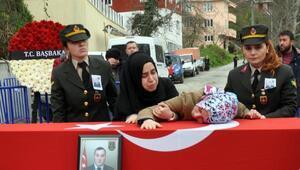 Şehidin cenazesini karşılayan kız kardeşi: Hoş geldin ağabeyim (2)