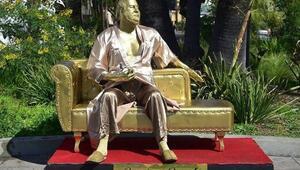 Skandalın heykeli dikildi