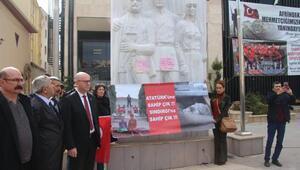 CHP, Sındırgıdaki Atatürk heykelinin yerine konulması için yürüdü