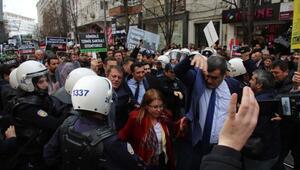 Santral protestosu yapan CHPliler, polis barikatını aşıp yürüdü