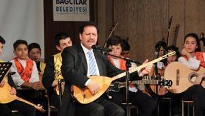 UNESCO ödüllü sanatçı Feryadi, küçük müzisyenlere hayran kaldı