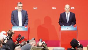 Almanya'da hükümet göründü