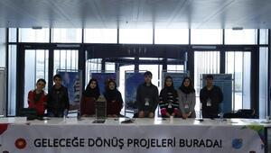 Genç mucitler projelerini İstanbuldaki bilim şenliğinde sergiledi