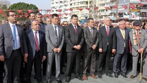 Atatürkün Antalyaya gelişi meydanda kutlandı