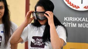 Simülatör gözlüğüyle alkol ve uyuşturucunun zararlarını öğreniyorlar