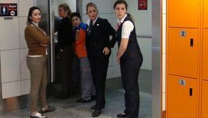 Otelde kendi başına doğurdu, yardımına havalimanı çalışanları koştu
