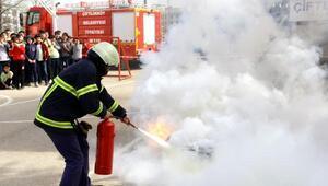 500 öğrenci yangın söndürmeyi öğrendi