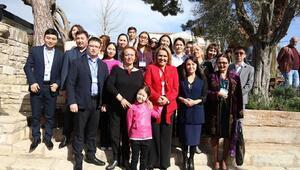 Kazakistanlı kadın gazeteciler Urlayı gezdi