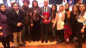 Başkan Kocaya En beğenilen ilçe belediye başkanı ödülü