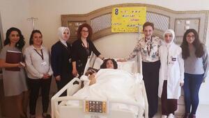 Kadınlar hasta yatağında Kadınlar Gününü kutladı