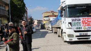 Ferizli'den Afrin'deki Suriyelilere 4 TIR dolusu un