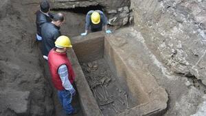 Kayseride bulunan lahitten insan kemikleri, kafatasları, gözyaşı şişesi ve bilezik çıktı