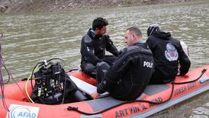Baraj gölünde tekne alabora oldu: 1 kayıp (2)