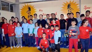 Maltepe Belediyesinden Çıldırlı güreşçilere yardım