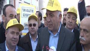 (Geniş haber) - Taksicilerden adliye önünde UBER eylemi